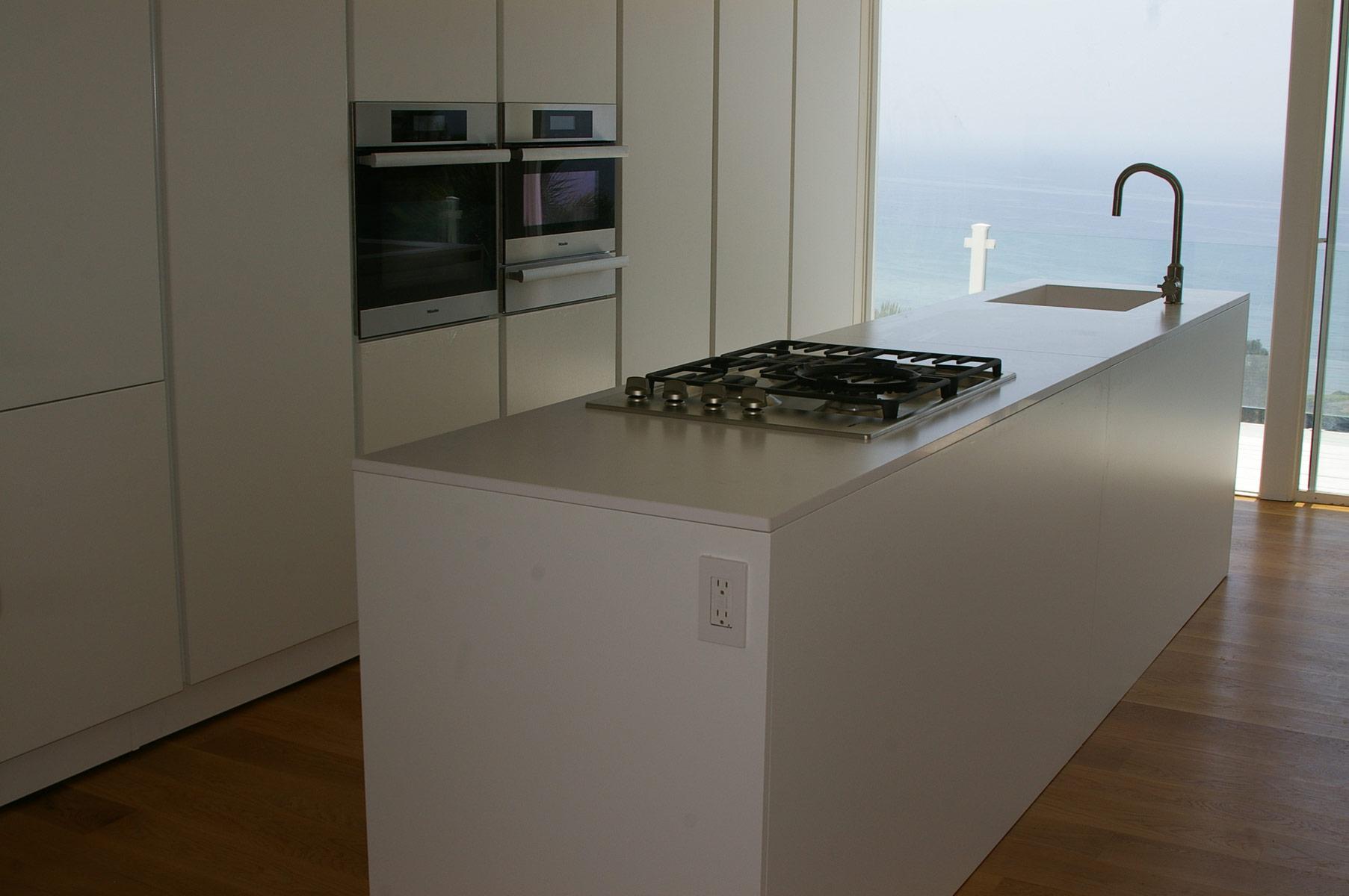 Malibu italian kitchen luxus construction for Italian kitchen on u